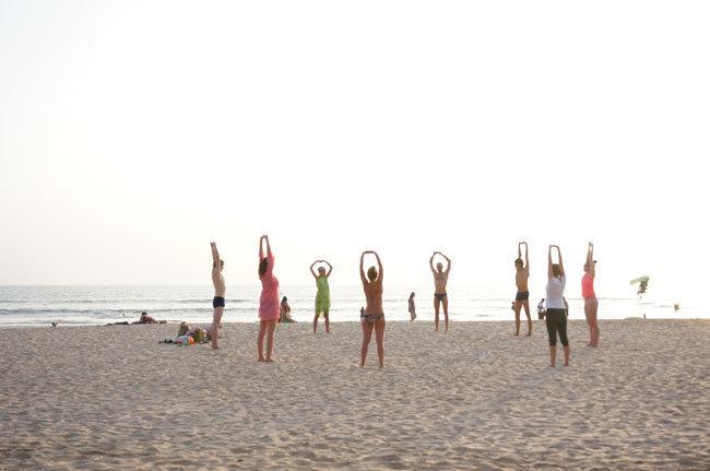 Вечерняя йога на пляже