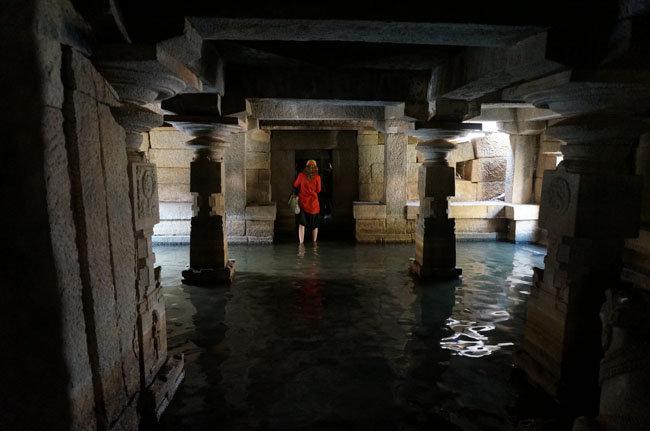 Затопленный храм в Хампи