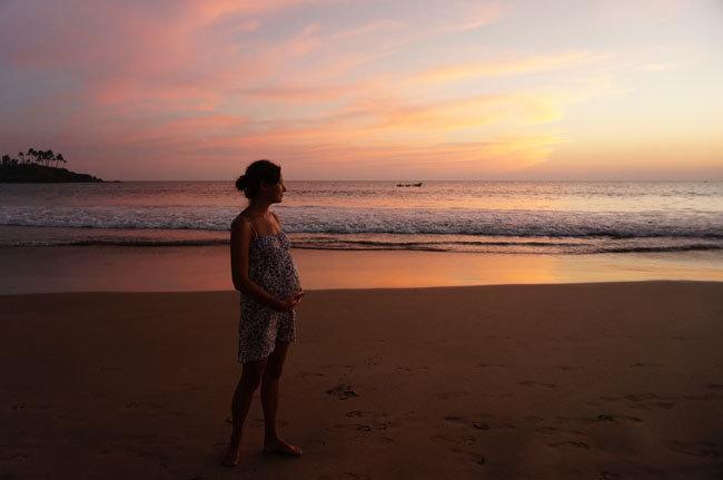 Волшебство гармонии на фоне сказочного заката в Гоа